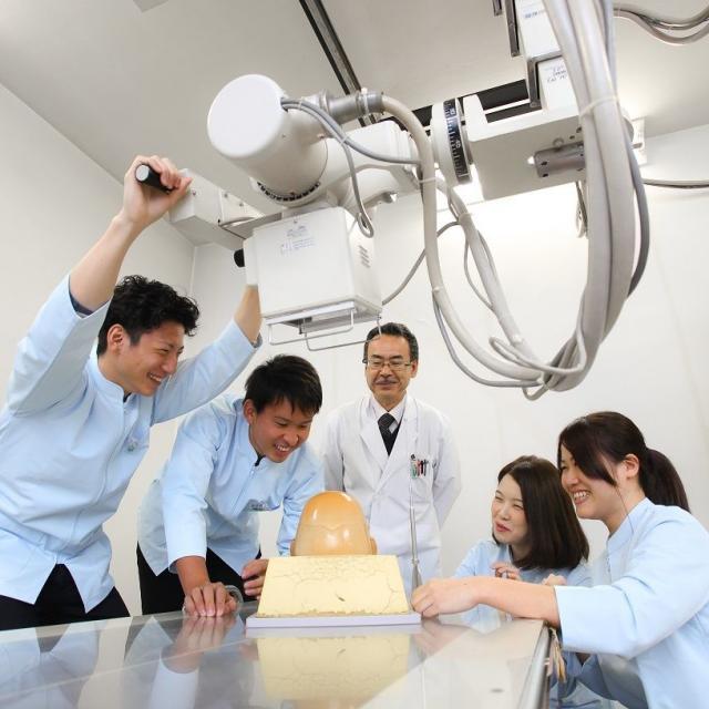 神戸総合医療専門学校 センパイと一緒に、医療の仕事を体験してみよう!1