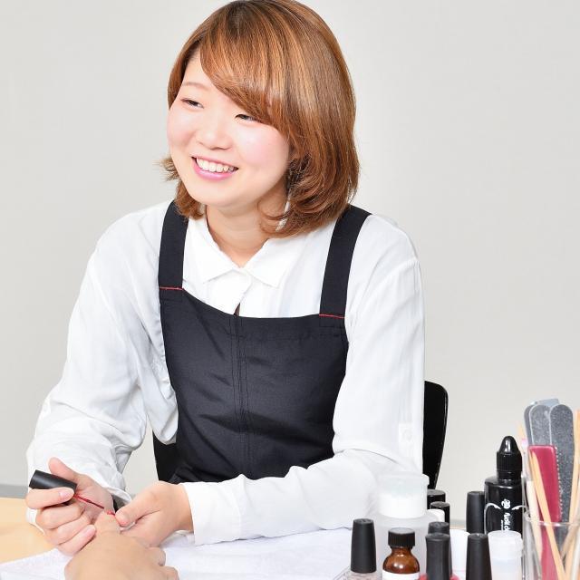 IBW美容専門学校 人気急上昇中のまつエクにチャレンジ!!4