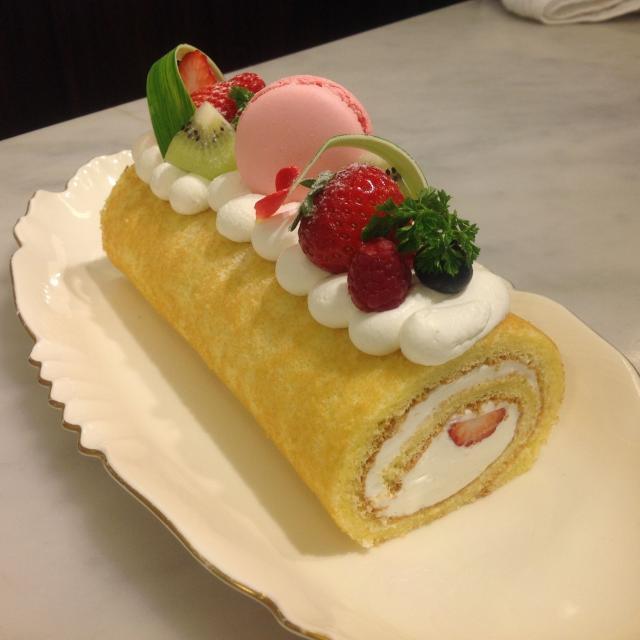 大阪調理製菓専門学校ecole UMEDA 【世界の味覚ビュッフェ開催】体験はフルーツロールケーキ1