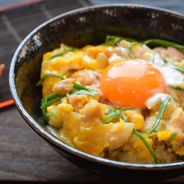 大阪調理製菓専門学校ecole UMEDA 【厳選食材で学ぶ】大和地鶏を使った究極の親子丼1