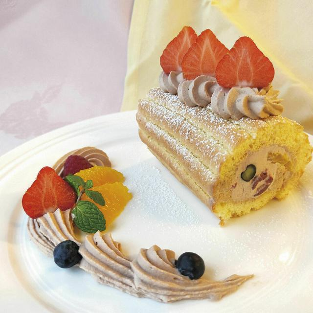 辻製菓専門学校 ふわふわの生地にたっぷりなクリーム♪ 「ミニロール」2