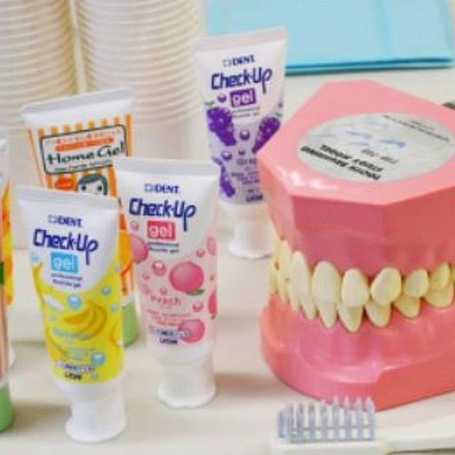 北海道歯科衛生士専門学校 歯科医療で使う材料で可愛い歯のストラップを作ってみよう!1