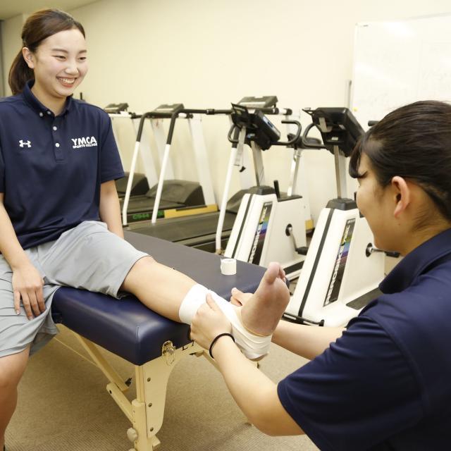 横浜YMCAスポーツ専門学校 スポーツトレーナーに学ぼう!テーピング体験授業3