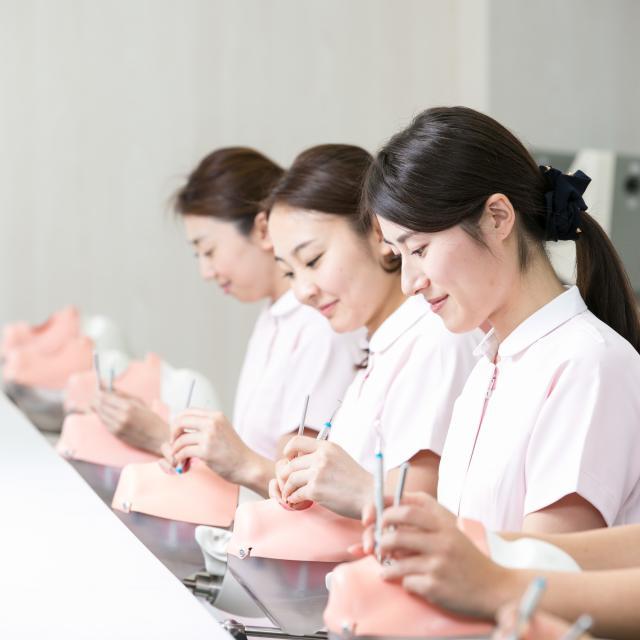 新宿医療専門学校 ★歯科衛生学科★「ミニチュアの歯♪かわいいキーホルダー作り」3