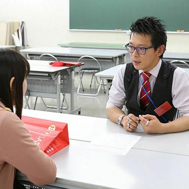 専門学校 武蔵野ファッションカレッジ プロのスタイリストから学ぶ「パーソナルカラー」2