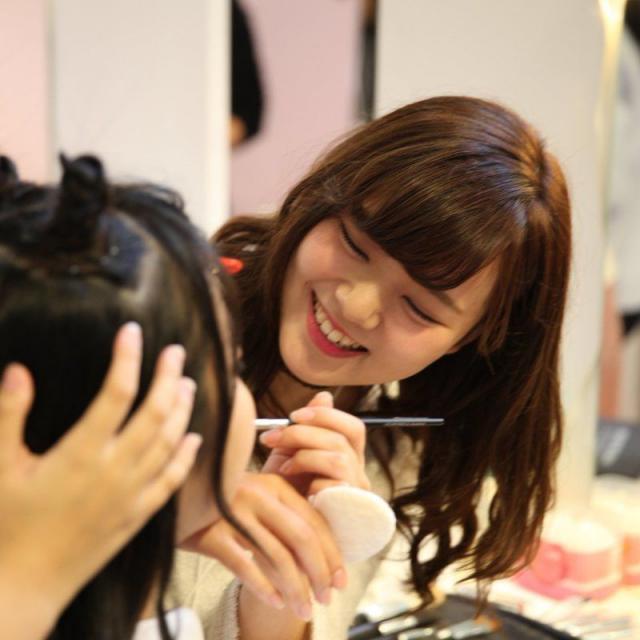 大阪ベルェベル美容専門学校 ヘアカットやメイクやネイルも!一日美容師体験♪2