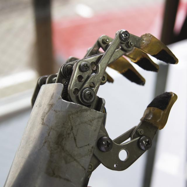 専門学校 日本聴能言語福祉学院 【義肢装具学科】筋電義手の仕組みを学ぼう!1