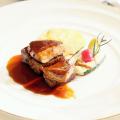 名古屋辻学園調理専門学校 高級牛肉のステーキ フォアグラ添え