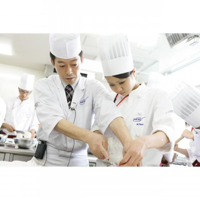 大阪調理製菓専門学校ecole UMEDA AO入試エントリー資格取得!マグロと炙りサーモンの寿司3