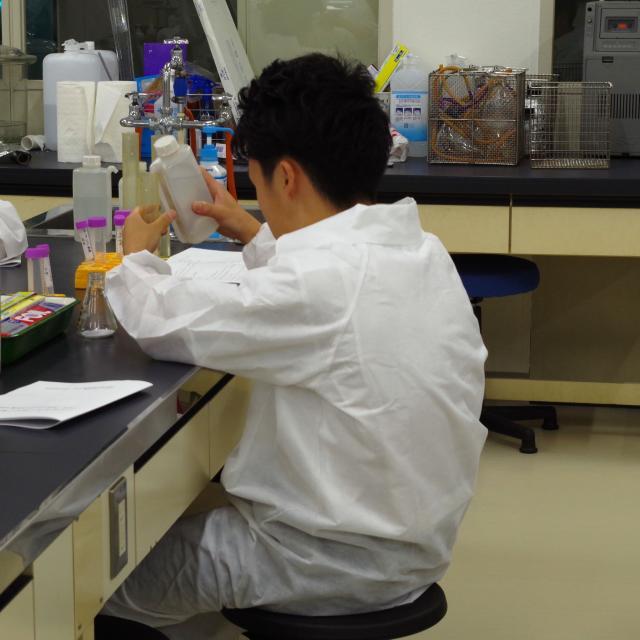 湘央生命科学技術専門学校 バイオテクノロジーを体験!研究・開発の仕事☆夏休みの体験入学1