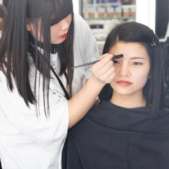 大阪ベルェベル美容専門学校 バレンタインにピッタリなヘアアレンジやメイクを体験しよう♪4