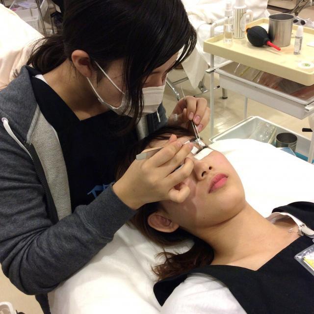 名古屋ファッション・ビューティー専門学校 人気のマツエク&ポイントアイメイクが体験できます。2