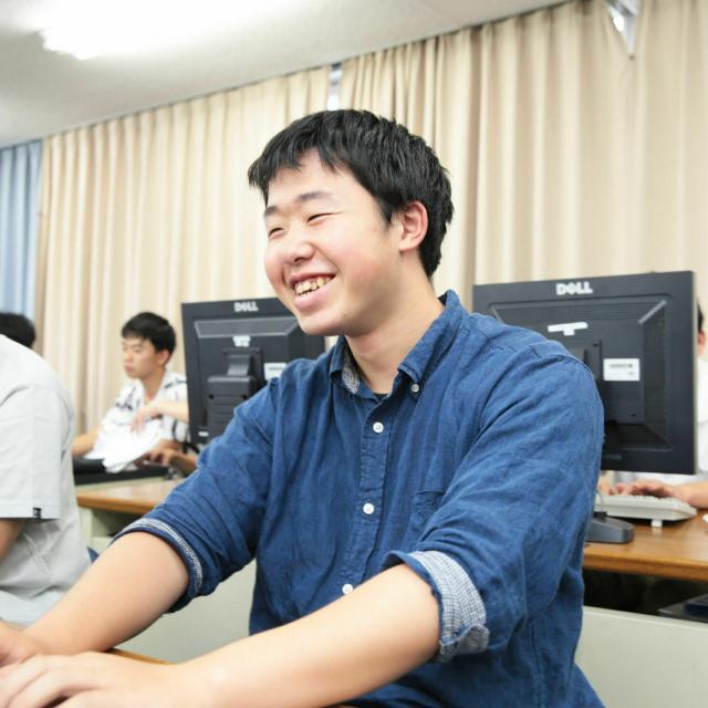 上田情報ビジネス専門学校 最新!プログラム開発!【情報システム科】4