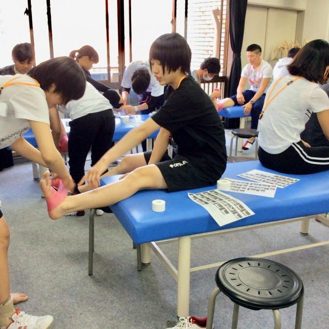 大阪社体スポーツ専門学校 ★テーピングの体験授業★1