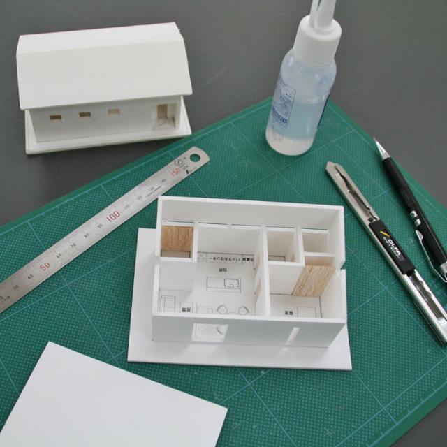 金沢科学技術専門学校 【建築学科】屋根の形や窓の大きさを考えた住宅模型を作ろう!2