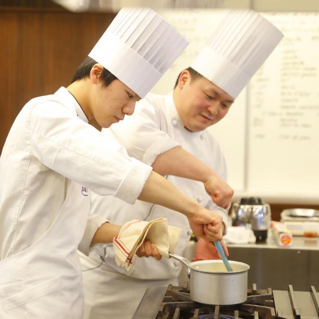 大阪調理製菓専門学校 【ecole UMEDA開催】牛肉のステーキ3