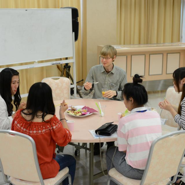 外語ビジネス専門学校 〈ネットビジネス〉英語をインターネットの世界で活かそう!3