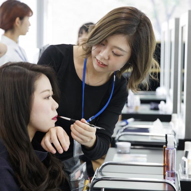 大阪ベルェベル美容専門学校 前下がりボブのカットや編みおろしのヘアアレンジを体験!3