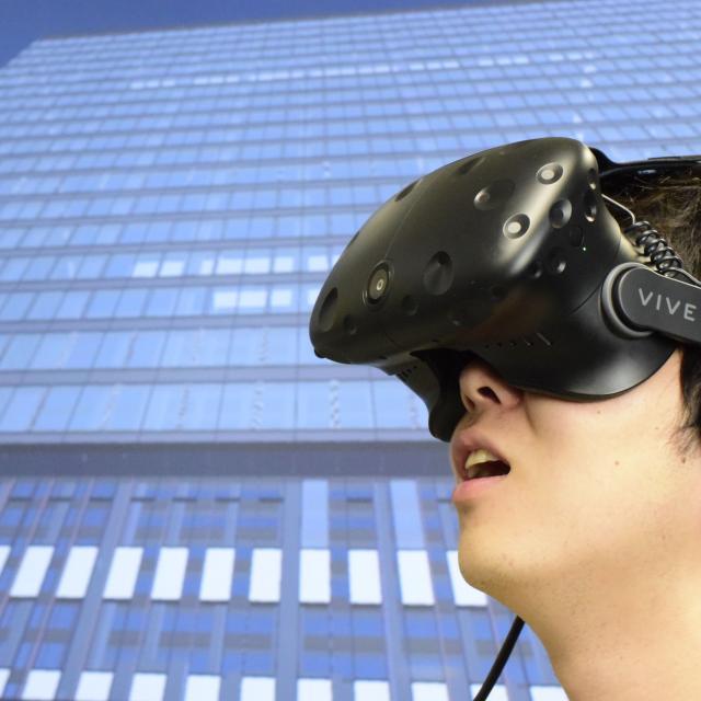 読売理工医療福祉専門学校 【クロスメディア情報学科】最新VRシステムHTC VIVE体験1