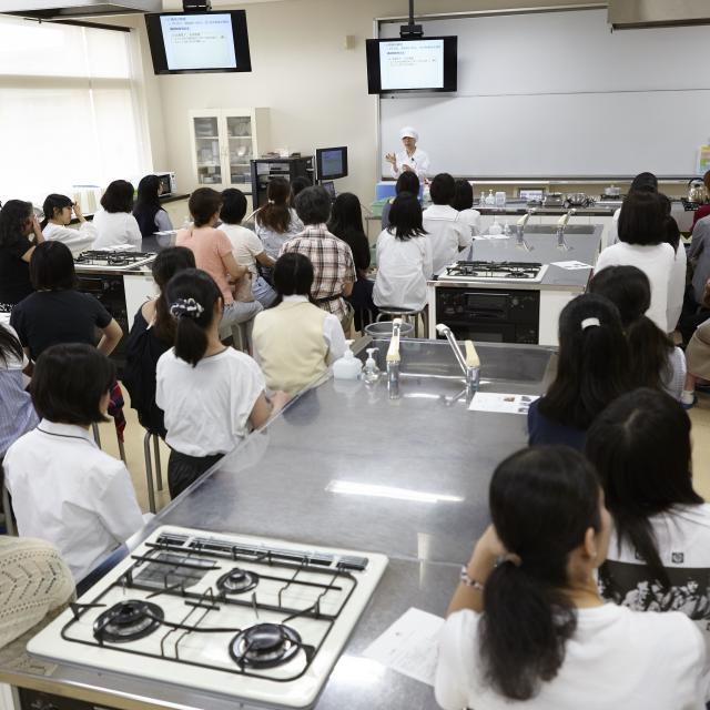 鎌倉女子大学短期大学部 夏休みキャンパス体験会1
