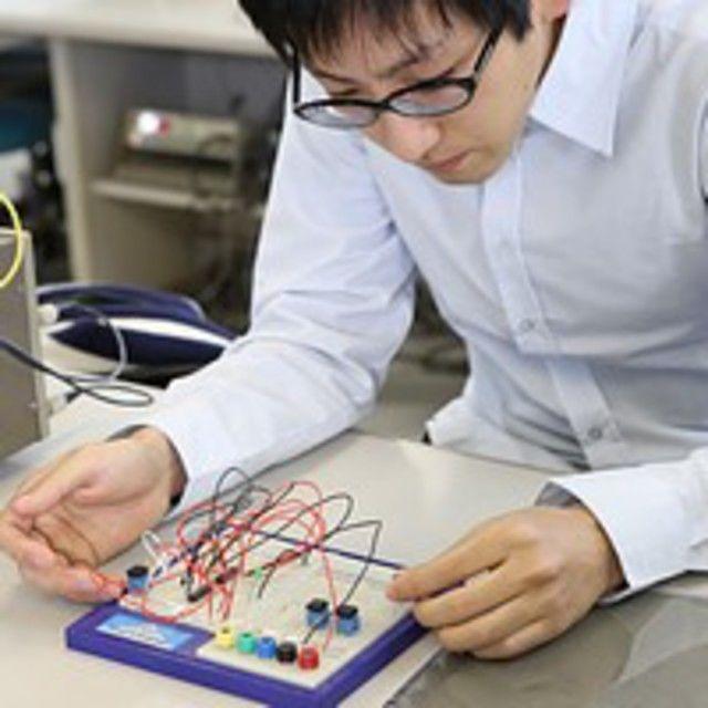 日本理工情報専門学校 体験イベント!「LED実験」光の3原則・太陽光発電を体験2