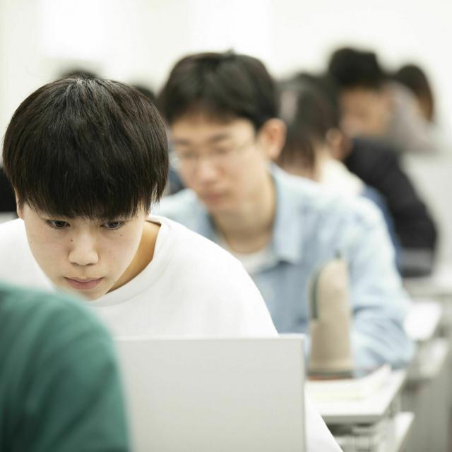 国際理工情報デザイン専門学校 【授業見学会】対象 : 情報システム科1