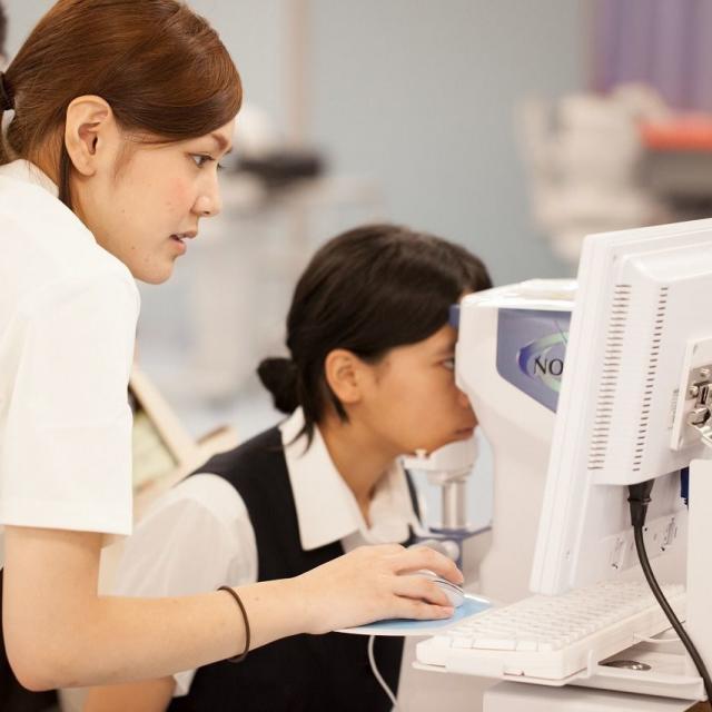 新潟医療福祉大学 【視能訓練士】の仕事体験!眼科検査を体験しよう!2