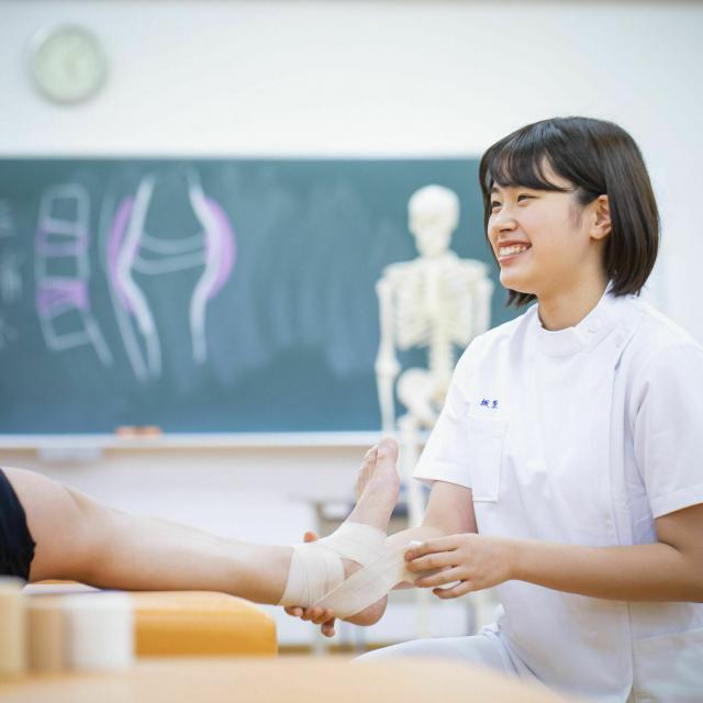 北海道ハイテクノロジー専門学校 目の前の人に最適な治療を提案できる柔道整復師を目指す!3