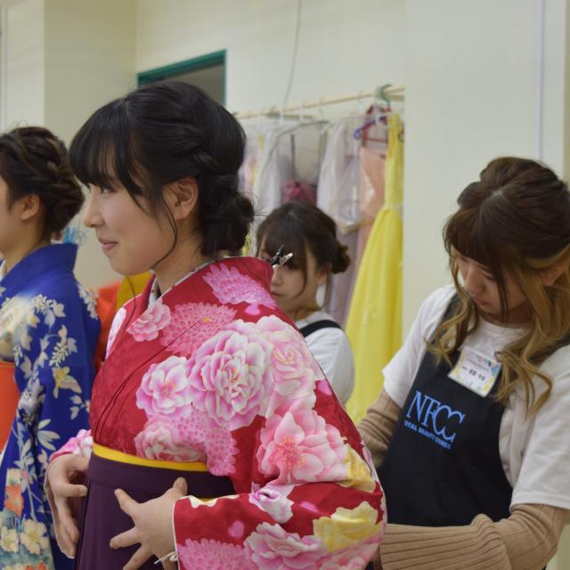 名古屋ファッション・ビューティー専門学校 浴衣の着付けを学んで夏まつりに行こう!1