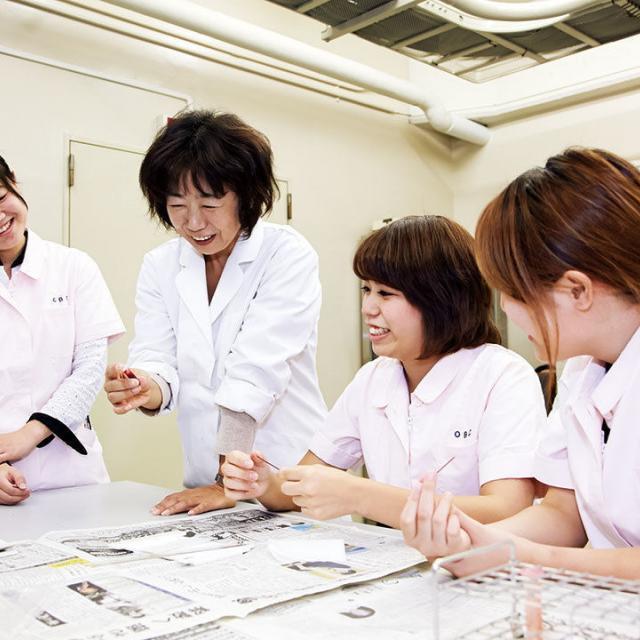 大阪ビジネスカレッジ専門学校 獣医さんと一緒に!血液検査をしてみよう1