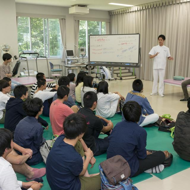 北海道文教大学 【理学療法学科】国際的に活躍する理学療法士の条件は・・・?1