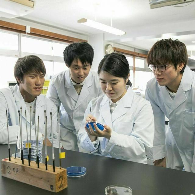 九州医学技術専門学校 「臨床検査科」の体験学習1