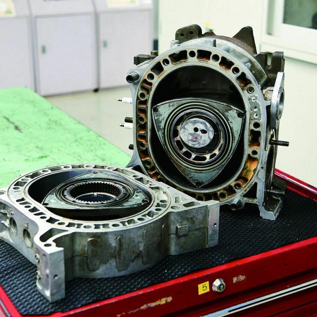 専門学校 東京工科自動車大学校世田谷校 「頭文字D」FDのエンジン整備をしよう!1