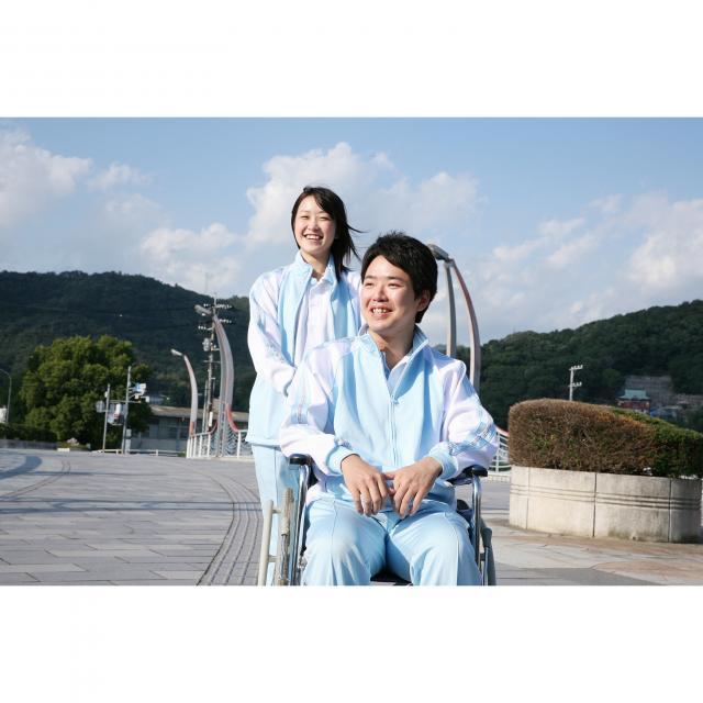 広島福祉専門学校 高齢者や、障害をもつ人の生活を支えます。2