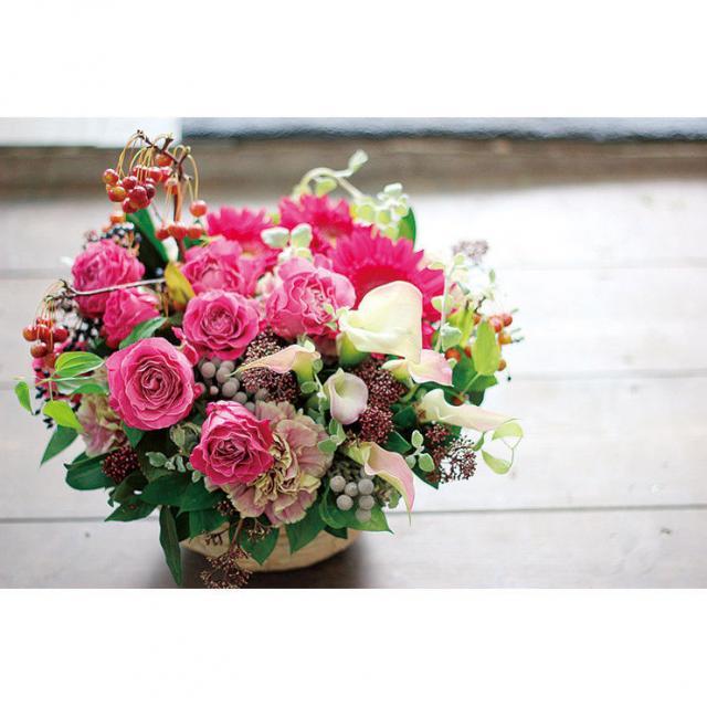 専門学校名古屋ウェディング&フラワー・ビューティ学院 お花を詰め込んだナチュラルフラワーバスケットづくり1