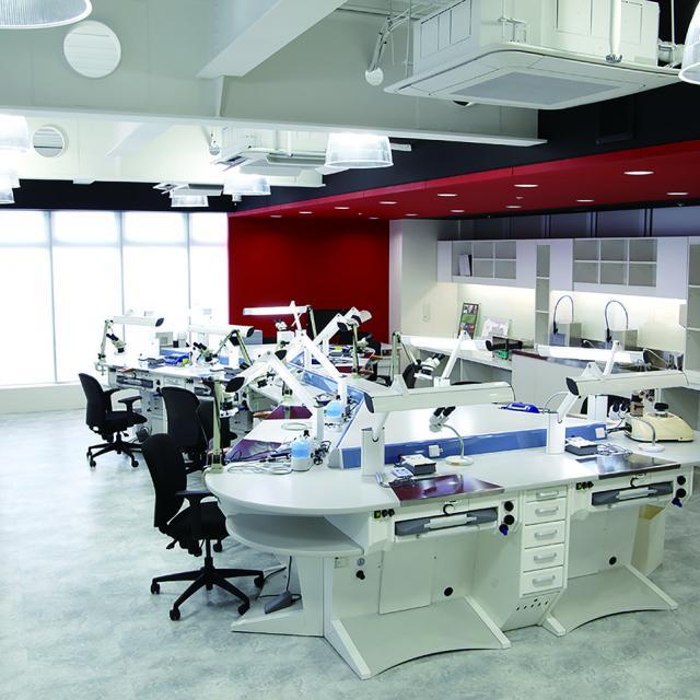 新東京歯科技工士学校 歯科技工士の職場見学会1