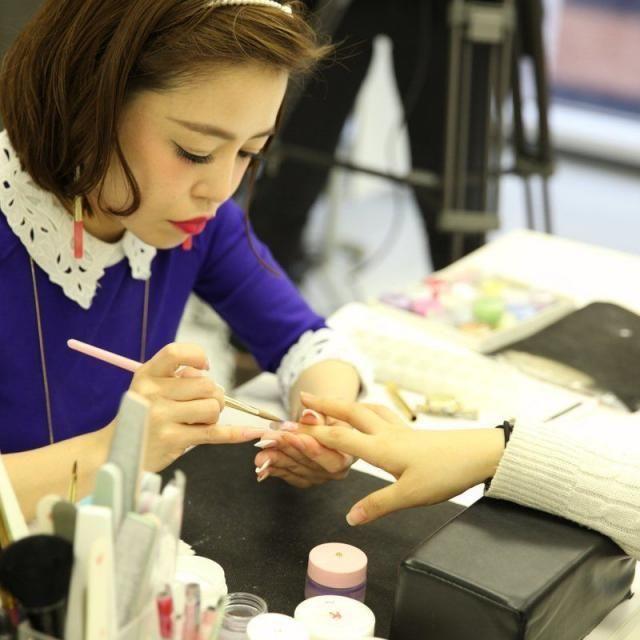 大阪ベルェベルビューティ&ブライダル専門学校 楽しく学べるベルェベルの体験実習!バレンタイン実習もあるよ!3