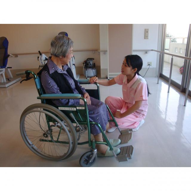 広島福祉専門学校 高齢者や、障害をもつ人の生活を支えます。1
