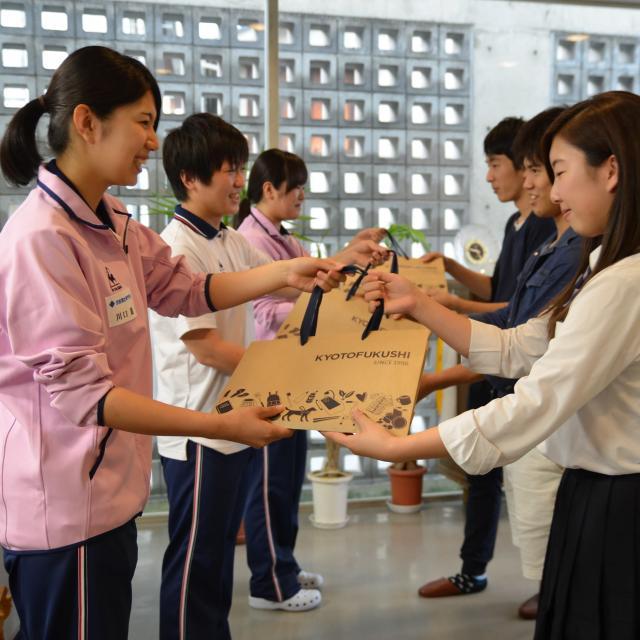 京都福祉専門学校 体験入学会 ~ 介護体験とアイマスクで白杖体験 ~1