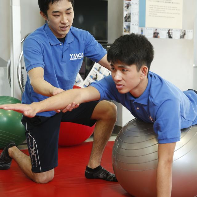横浜YMCAスポーツ専門学校 コンディショニングトレーニングを体験しよう!1