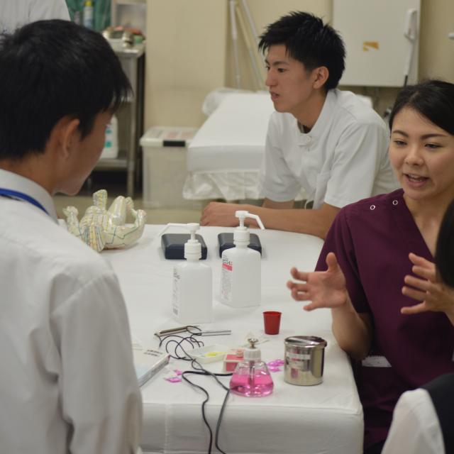 新宿医療専門学校 ツボを使った自宅でもできる美容健康法!!~鍼・お灸体験~3