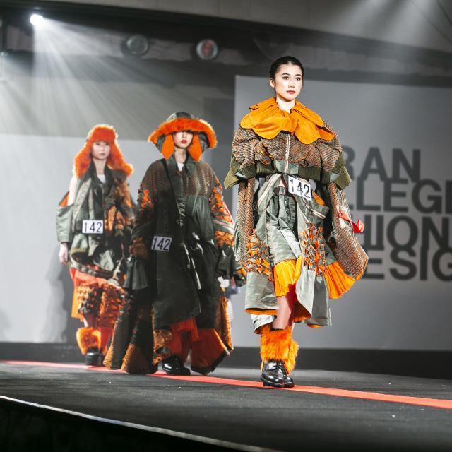 香蘭ファッションデザイン専門学校 【専攻科☆夏の特別企画】織り体験&ファッションショー1
