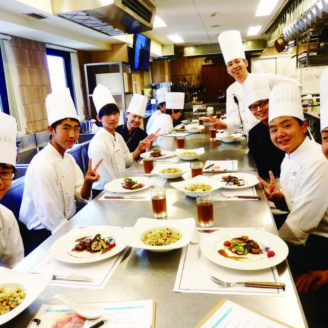 大阪調理製菓専門学校 【西洋料理】フレンチのメインを学ぶ!牛フィレ肉のポワレ2