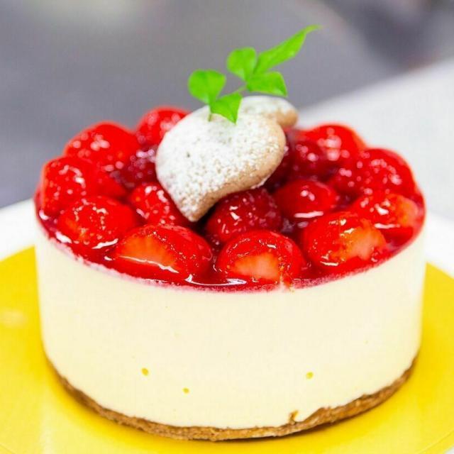 広島会計学院ビジネス専門学校 楽しく一人一台『イチゴのヨーグルトケーキ』を作ろう♪1