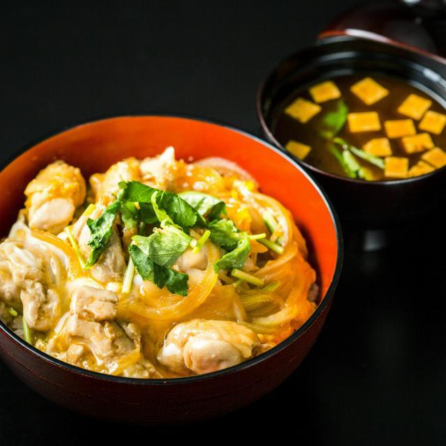 二葉栄養専門学校 日本料理:出汁にこだわる親子丼+季節の赤だし1