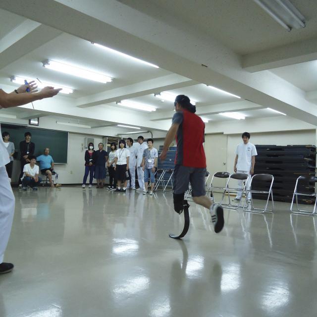 専門学校 日本聴能言語福祉学院 【義肢装具学科】スポーツ義足の採型から適合までを見学しよう!2