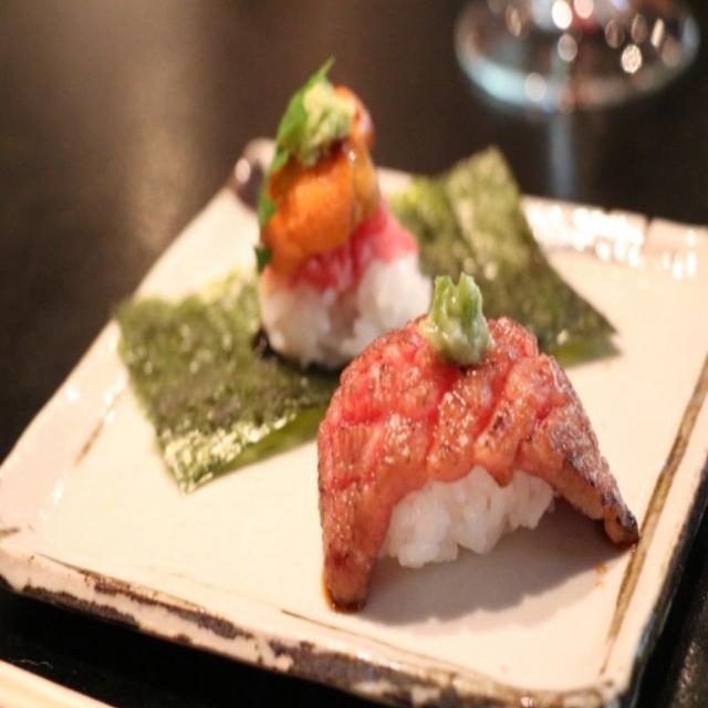 東京山手調理師専門学校 【日本料理】牛肉とウニの握り寿司1