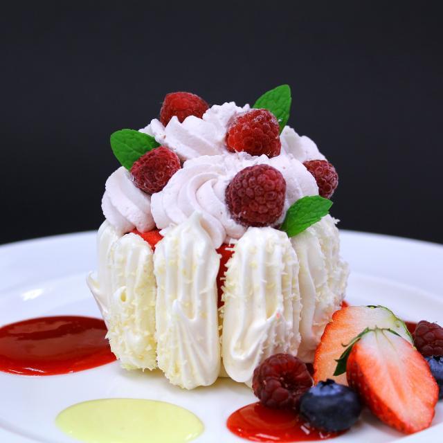 名古屋調理師専門学校 木苺&バニラアイスの冷たいデザート♪1