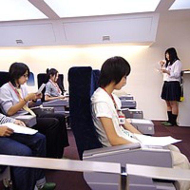 大阪航空専門学校 <飛行機も見れるよ> 憧れのCA、グランドスタッフを体験1