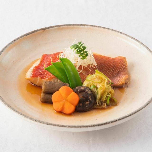 群馬調理師専門学校 【日本】金目鯛の煮つけ・松茸土瓶蒸し1